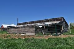 Altes Loafing verschüttet auf einer Ranch stockfoto