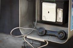 Altes Münztelefon Stockfotos