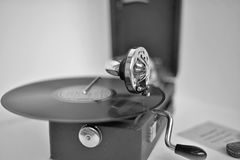 Altes mechanisches Grammophon Lizenzfreie Stockbilder