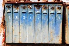 Altes Metall verrostete Briefkästen Stockbild