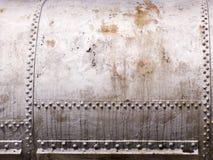 Altes Metallbecken mit Nieten Lizenzfreie Stockbilder