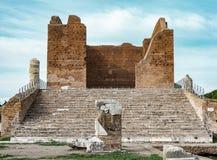 Altes momument im ostia antica Rom Lizenzfreie Stockfotografie