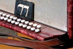 Altes Musikinstrument russisches bayan - knöpfen Sie Akkordeon Stockfotografie