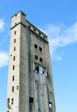 Altes nicht abgeschlossenes Industriegebäude stockbilder