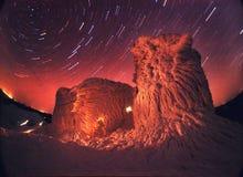Altes Observatorium und der nächtliche Himmel Stockfotos