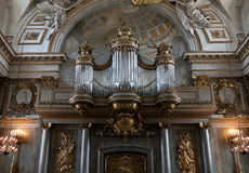 Altes Organ in der Kirche stockfotos
