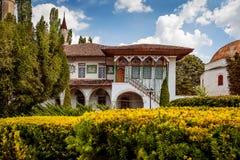 Altes orientalisches Landhaus mit Gartenansicht Stockfoto