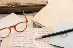 Altes Papier, alte Zeichen und Umschläge lizenzfreie stockfotografie