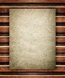 Altes Papier auf hölzerner Beschaffenheit Stockbilder