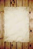 Altes Papier auf Holz Stockfoto