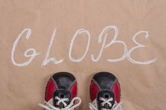 Altes Papier des abstrakten Kugelwort-Hintergrundes, Babyturnschuhe Lizenzfreies Stockfoto