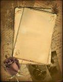 Altes Papier und eine Rose stock abbildung