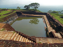 Altes Pool an der Spitze eines Hügels Stockbilder