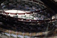 Altes Positiv 16 Millimeter-Filmstreifen auf weißem Hintergrund Stockfotos