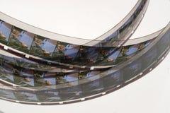 Altes Positiv 16 Millimeter-Filmstreifen auf weißem Hintergrund Lizenzfreie Stockbilder