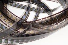 Altes Positiv 16 Millimeter-Filmstreifen auf weißem Hintergrund Lizenzfreies Stockfoto
