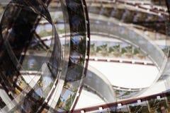 Altes Positiv 16 Millimeter-Filmstreifen auf weißem Hintergrund Lizenzfreie Stockfotos