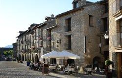 Altes Quadrat in der spanischen Stadt Ainsa Lizenzfreies Stockfoto