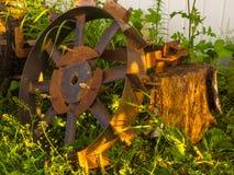 Altes Rad für Traktor lizenzfreies stockbild