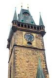 Altes Rathaus in Prag auf Weiß trennte Hintergrund Stockfotos