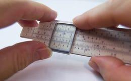 Altes Rechenschieber slipstick Analogrechner für mathematische calcululs Lizenzfreies Stockbild