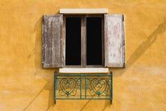 Altes rechteckiges Fenster Stockbild
