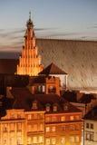 Altes Reihenhäuser und Johannes ` s Archcathedral in Warschau Stockfotos