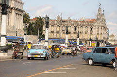 Altes Retro- amerikanisches Auto auf Straße in Havana Cuba Stockfotos