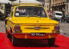Altes Retro- Auto Lizenzfreie Stockfotos