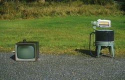 Altes Retro- Fernsehen und Waschmaschine, Stockbilder