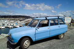 Altes Retro- französisches Auto Stockfotografie