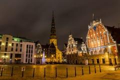 Altes Riga nachts Stockbild