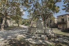 Altes Roscigno, Cilento (IT) Yards Häuser, in denen 20 Jahre nicht bewohnt werden Stockbild