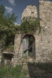 Altes Roscigno, Cilento (IT) Yards Häuser, in denen 20 Jahre nicht bewohnt werden Stockfotos