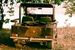 Altes rostiges Auto Stockfotos