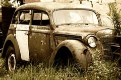 Altes rostiges Fahrzeug Lizenzfreie Stockfotografie