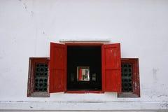 Altes rotes Fenster stockbild