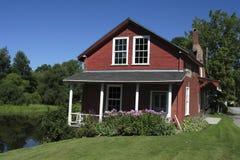 Altes rotes Haus stockfoto