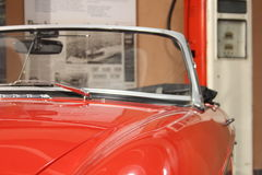 Altes rotes Sportauto Lizenzfreie Stockfotos