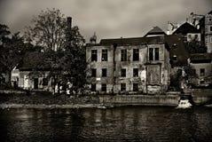 Altes ruinöses Haus lizenzfreie stockfotos