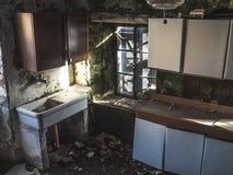 Altes ruiniertes Haus Stockbilder