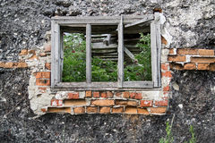 Altes ruiniertes Haus Stockfotografie
