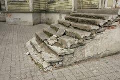 Altes ruiniertes Treppenhaus Stockfotos