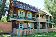 Altes russisches Haus Stockfotografie