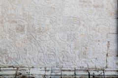 Altes russisches weißes Steinschnitzen, Verzierung, Dekor Stockfotos