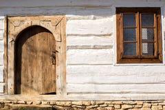 Altes rustikales weißes Haus Stockfotografie