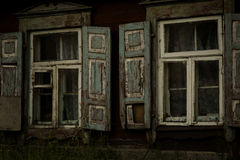 altes schäbiges Holz geöffnetes Fenster Lizenzfreies Stockbild