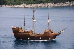 Altes Schiff, das auf dem adriatischen Meer kreuzt Lizenzfreies Stockfoto