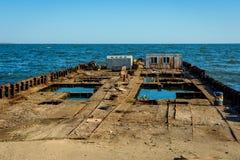 Altes Schiff, das auseinander, Baku fällt stockbilder