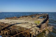 Altes Schiff, das auseinander, Baku fällt stockfotografie